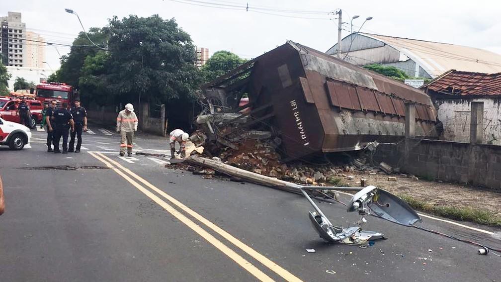 Trem descarrilou no centro de Rio Preto (Foto: Arquivo pessoal)