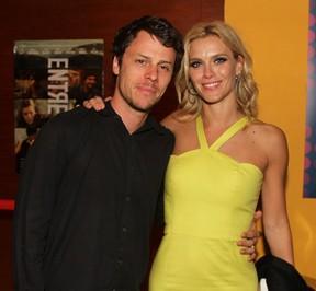 Galeria Namorados - Carolina Dieckmann e marido Tiago Worcman (Foto: Thiago Duran / AgNews)