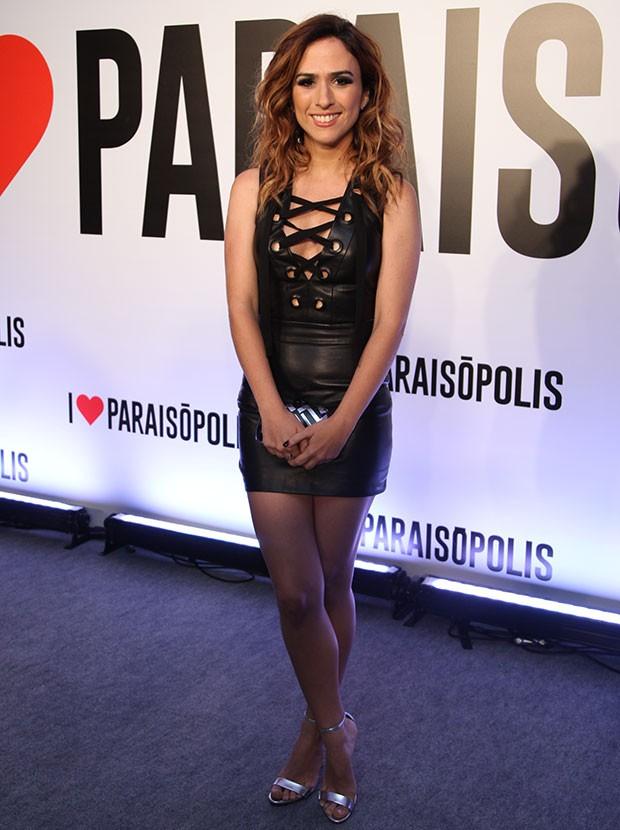 A atriz chegou de pretinho nada básico na festa (Foto: Fabiano Battaglin / Gshow)