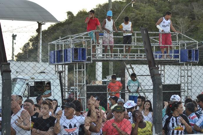Locutor dentro do estádio xinga torcedores e jogadores da Desportiva Ferroviária (Foto: Henrique Montovanelli/Desportiva Ferroviária)