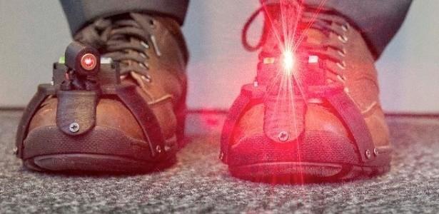 Sapatos contam com lasers acoplados (Foto: Divulgação/Universidade de Twente)