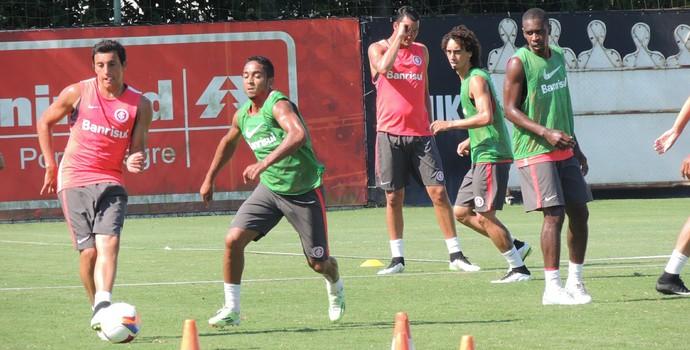 Reservas do Inter treinam no CT do Parque Gigante (Foto: Tomás Hammes / GloboEsporte.com)