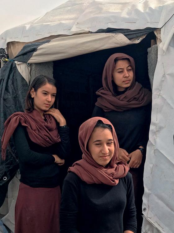 Mulheres Yazidi no campo de refugiados Sharya.Muitas foram vendidas como escravas sexuais  (Foto:  Carla Aranha/ÉPOCA)