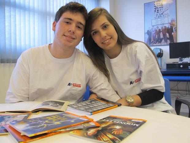 Caio Vassari e Maria Rebesco namoram há mais de um ano e se conheceram no Colégio Albert Sabin (Foto: Vanessa Fajardo/ G1)