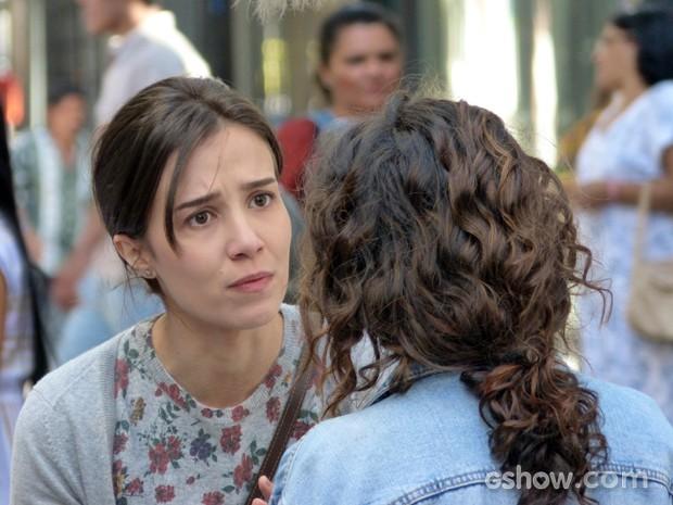 Cora não perde a oportunidade de irritar a irmã (Foto: Império/TV Globo)