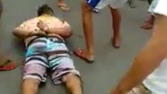 Suspeito é agredido por populares após tentativa de assalto; veja vídeo