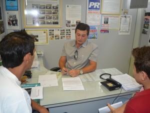 Vereador Trevisan foi um dos que receberam grupo do Pula Catraca em Piracicaba (Foto: Thomaz Fernandes/G1)