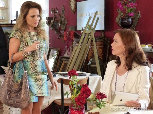 Olha a cara de Helena ao avistar Shirley em sua loja! (Foto: Em Família/TV Globo)