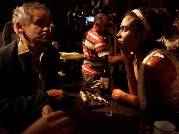 No ensaio da filmagem de Dá Licença de Contar (Foto: Divulgação)