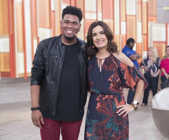 Convidado tira foto com a Fátima depois do programa  (Foto: Fábio Rocha/Gshow)
