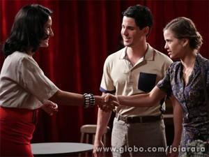 Imagina se Ernest descobre sobre o emprego da filha! (Foto: Fábio Rocha/TV Globo)