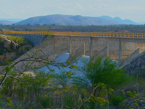 Barragem de Poço Fundo, em Santa Cruz do Capibaribe (Foto: Reprodução/ TV Globo)