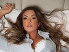 Nicole Bahls posa sexy e revela como gosta de dormir: 'Roupas confortáveis'