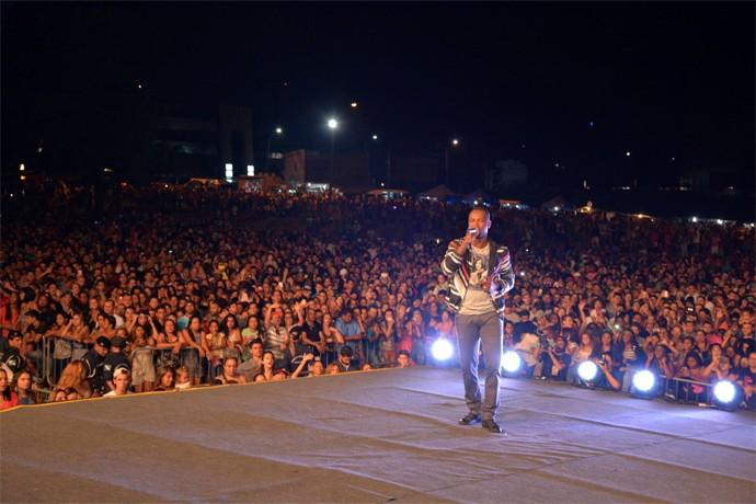 Thiaguinho foi a grande atração do aniversário da cidade que fica pertinho de Curitiba (Foto: Divulgação/ Site oficial Prefeitura de Pinhais)