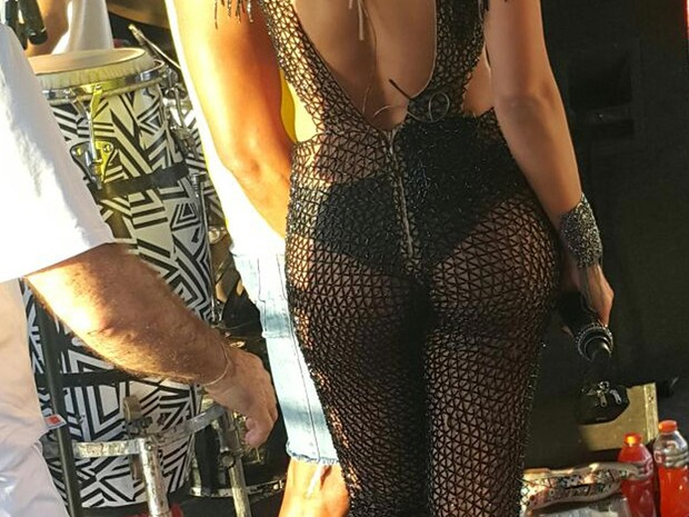 Detalhe do look sensual de Vina Calmon (Foto: Patrícia Oliveira/G1)