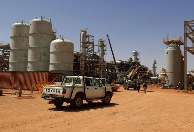 Foto sem data mostra entrada de campo de gás atacado por islamitas na Argélia (Foto: AFP)