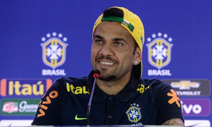 Daniel Alves coletiva seleção Manaus (Foto:  Pedro Martins / MoWA Press)