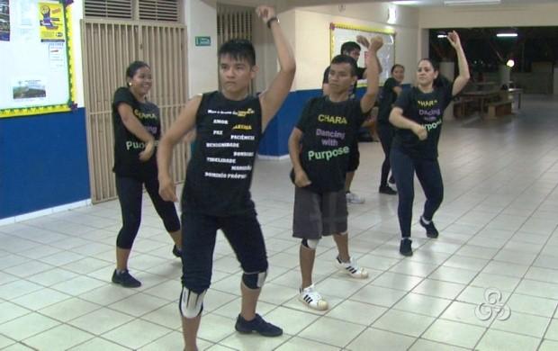 O grupo de dança 'Chara' usa os movimentos e a música para evangelizar  (Foto: Bom Dia Amazônia)