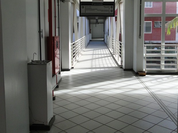 Corredores vazios na UFMG. (Foto: Alex Araújo/G1)