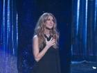 Celine Dion usa fenda enorme em evento homenageando Frank Sinatra