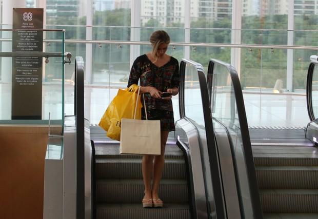 Grazi Grazi Massafera Exuberante em dia de compras na Barra da Tijuca (Foto: AgNews  / AgNews)