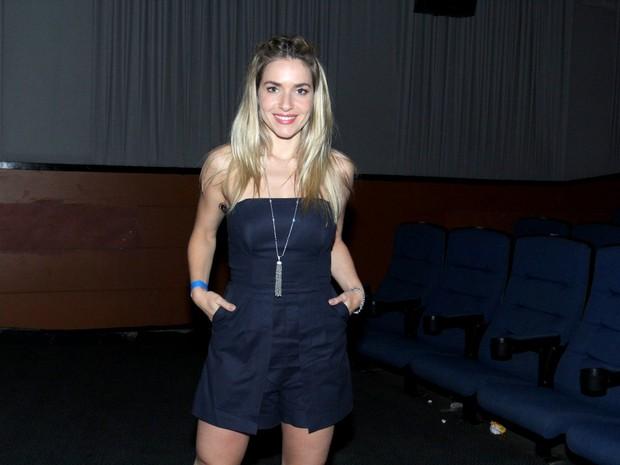 Monique Alfradique em pré-estreia de filme na Zona Sul do Rio (Foto: Alex Palarea/ Ag. News)