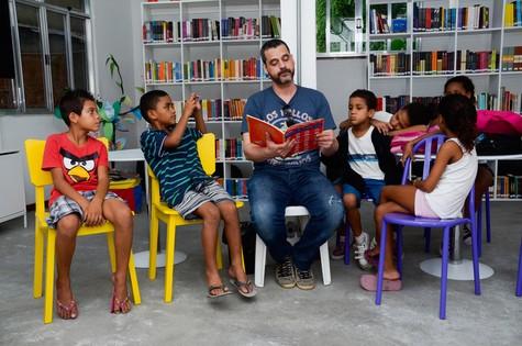 Bruno Garcia na comunidade Santa Marta (Foto: Divulgação)