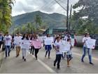 Amigos fazem passeata em memória de vítimas de acidente com ônibus