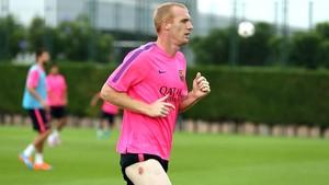 Mathie sofre lesão e sai do treino do Barcelona (Foto: Reprodução / Site Oficial do Barcelona)