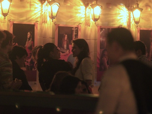 Juliana Paes e Deborah Secco em festa em restaurante na Zona Oeste do Rio (Foto: Dilson Silva/ Ag. News)