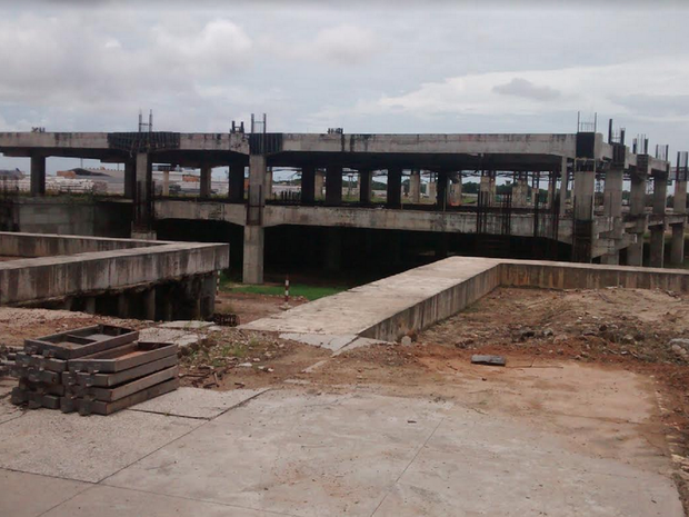 Previstas para serem concluídas em dezembro de 2013, as obras de ampliação do Aeroporto Internacional Pinto Martins, em Fortaleza, seguem paradas e causando transtornos para quem precisa utilizar o terminal e até para a população da cidade. (Foto: Gioras Xerez/G1 Ceará)