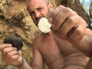 O britânico Ed Stafford, que está vivendo por 60 dias em uma ilha deserta para um programa do Discovery Channel (Foto: Divulgação/Discovery)