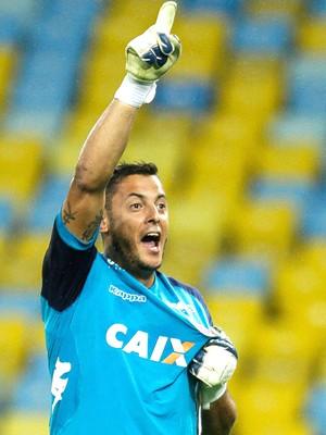 Fernando Henrique comemora vitória do América-Rn contra o Fluminense (Foto: Ruano Carneiro / Agência estado)