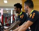 """Com """"Chinesão"""" parado, Gil e Renato Augusto treinam no CT do São Paulo"""