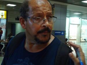 Passageiro em aeroporto de Salvador (Foto: Gabriel Gonçalves/G1)