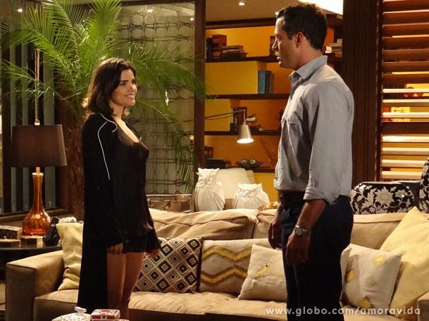 Aline aproveita para se insinuar para Bruno (Foto: Amor à Vida/TV Globo)