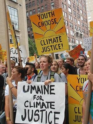 Manifestação por medidas para controlar o clima em Nova York. Agora é importante pregar aos não convencidos (Foto: Thomas Good)
