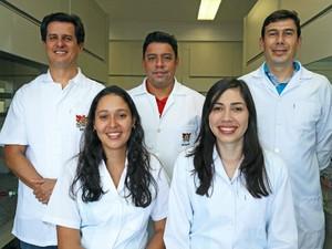 Pesquisadores da UFV buscam remédio contra doenças transmitidas pelo Aedes (Foto: CCS/UFV)