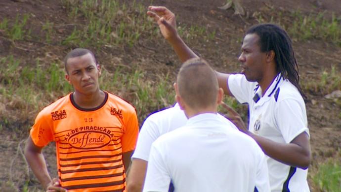 Roque Júnior técnico XV de Piracicaba (Foto: José Braz / EPTV)
