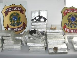 Na operação, foram apreendidos mais de 50 kg de drogas (Foto: Divulgação / PF)