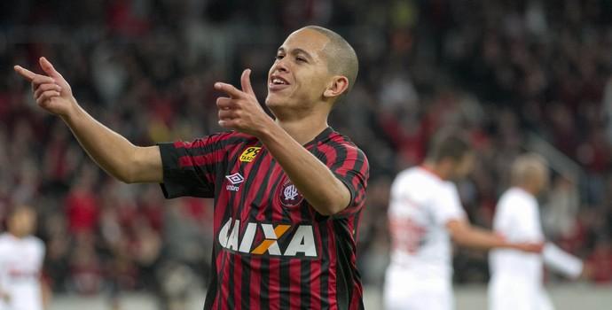 Marcos Guilherme Atlético-Pr x São Paulo (Foto: Agência Estado)