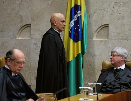 O ministro Gilmar Mendes(esq) e o procurador-geral,Rodrigo Janot,na posse de Alexandre de Moraes. (Foto: Fabio Rodrigues Pozzebom/Agência Brasil)