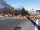 Moradores interditam avenida em protesto na Serra, ES