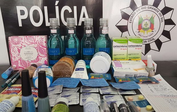 Remédios e cosméticos foram apreendios em farmácias, irmãos gêmeos presos em flagrante, crime contra saúde pública, Porto Alegre, Viamão, RS (Foto: Divulgação/Polícia Civil)