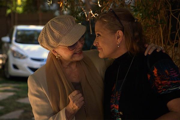 Debbie Reynolds e Carrie Fisher em cena do documentário 'Bright Lights' (Foto: Divulgação)