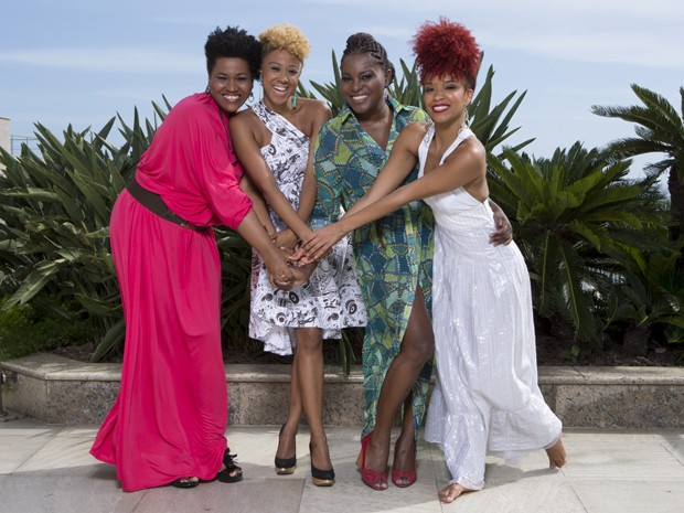 As quatro atrizes são clicadas para o Camarim do Gshow (Foto: Felipe Monteiro/Gshow)
