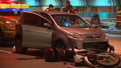 Perseguição policial a carro roubado termina com morte em Porto Alegre