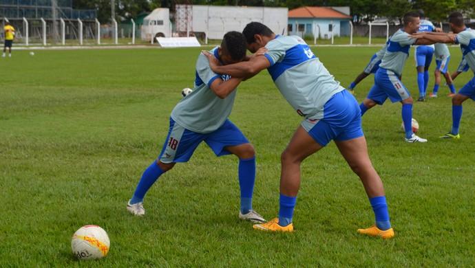 Diego Siqueira nos treinamentos pelo Vilhena (Foto: Dennis Weber)