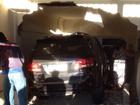 Veículo invade casa e empurra carro para dentro da cozinha (Arquivo Pessoal/Aline Oliveira)