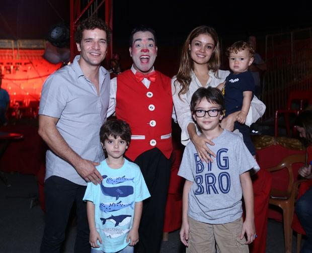 Daniel, Moisés, Raul, Sophie, Otto e um dos funcionários do circo (Foto: AgNews / Anderson Borde)